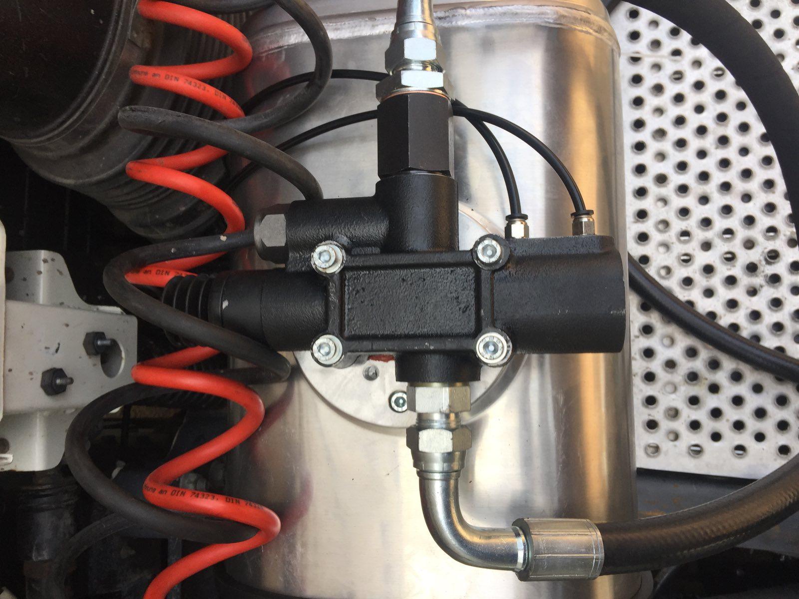 Установка гідравліки на тягач Daf FX 105.460