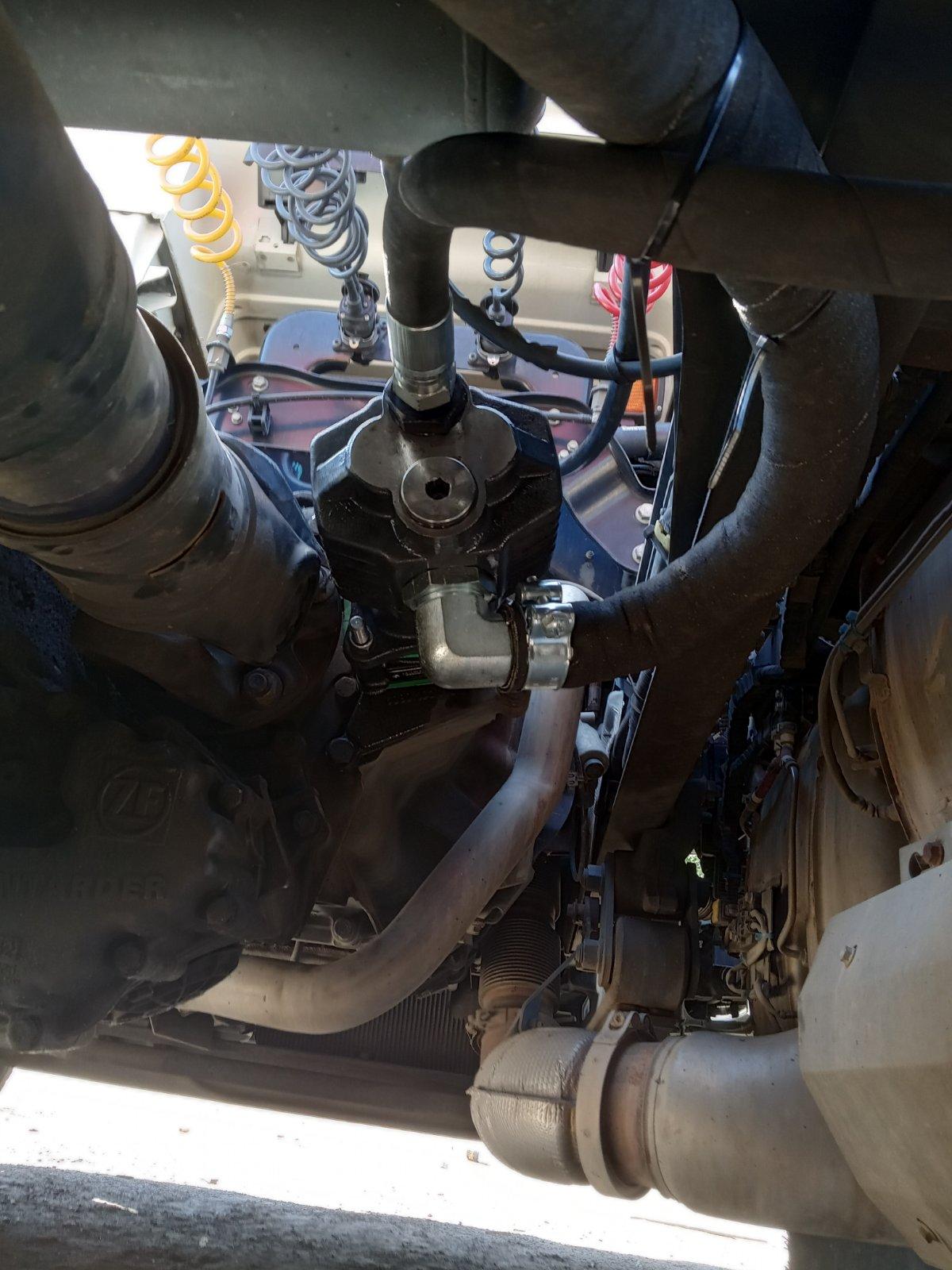 Установка гідравліки на тягач Daf 460